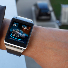 The BMW i3 smart watch was made in partnership with Samsung