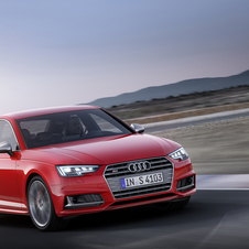 The new S4 receive a new turbocharged 3.0-liter V6 petrol with 354hp and 500Nm of torque