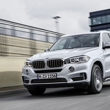 The X5 xDrive40e has a combined output of 313hp