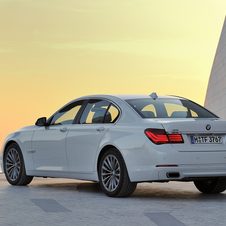 Otherwise, from the rear the revised 7 series is the same