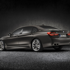 The M760Li xDrive V12 can reach 100km/h in 3.9 seconds, which is 0.8 seconds faster than the current top-ranging version the 750i M Sport