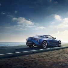 Lexus says that the Multi Stage Hybrid system is not heavier than the one used in other models of the brand