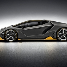 The 770hp output of the Centenario comes from the 6.5 liter V12 engine of the Aventador