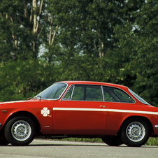 Alfa also made a coupe version that was especially popular in the Junior trim