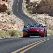The V12 Vantage S Roadster can be driven in Normal, Sport e Track modes