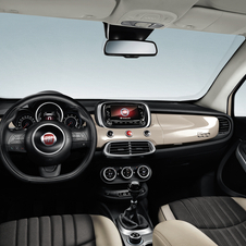 The cabin is equipped with the Uconnect touch screen with 5 or 6.5 inch, depending on the version chosen