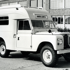 Land Rover Series II 109 Ambulance
