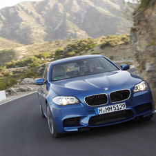 2012 BMW M5 Brings Ton of Tech to Super Saloon
