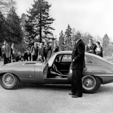 Already at its launch the Jaguar E-Type scored points with two convincing arguments...