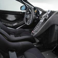With a clear competition look, the interior of the 650S Sprint was stripped so as to minimize the weight of the vehicle