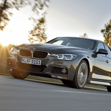 In terms of design the new BMW 3 Series received small and subtle updates to give it a lower and wider appearance
